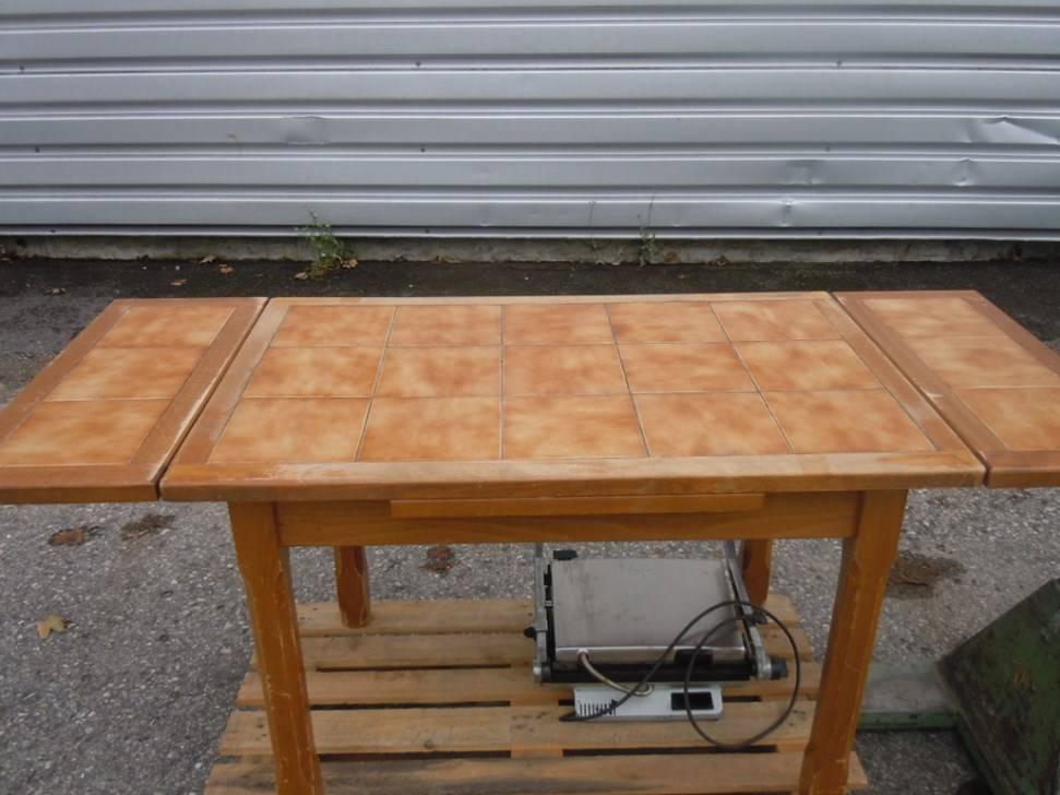 A vendre ancienne table cuisine bois tables chaises de for Table de cuisine 6 chaises