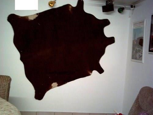 a vendre peau de vache noir pour tapis haushalt wohnen. Black Bedroom Furniture Sets. Home Design Ideas