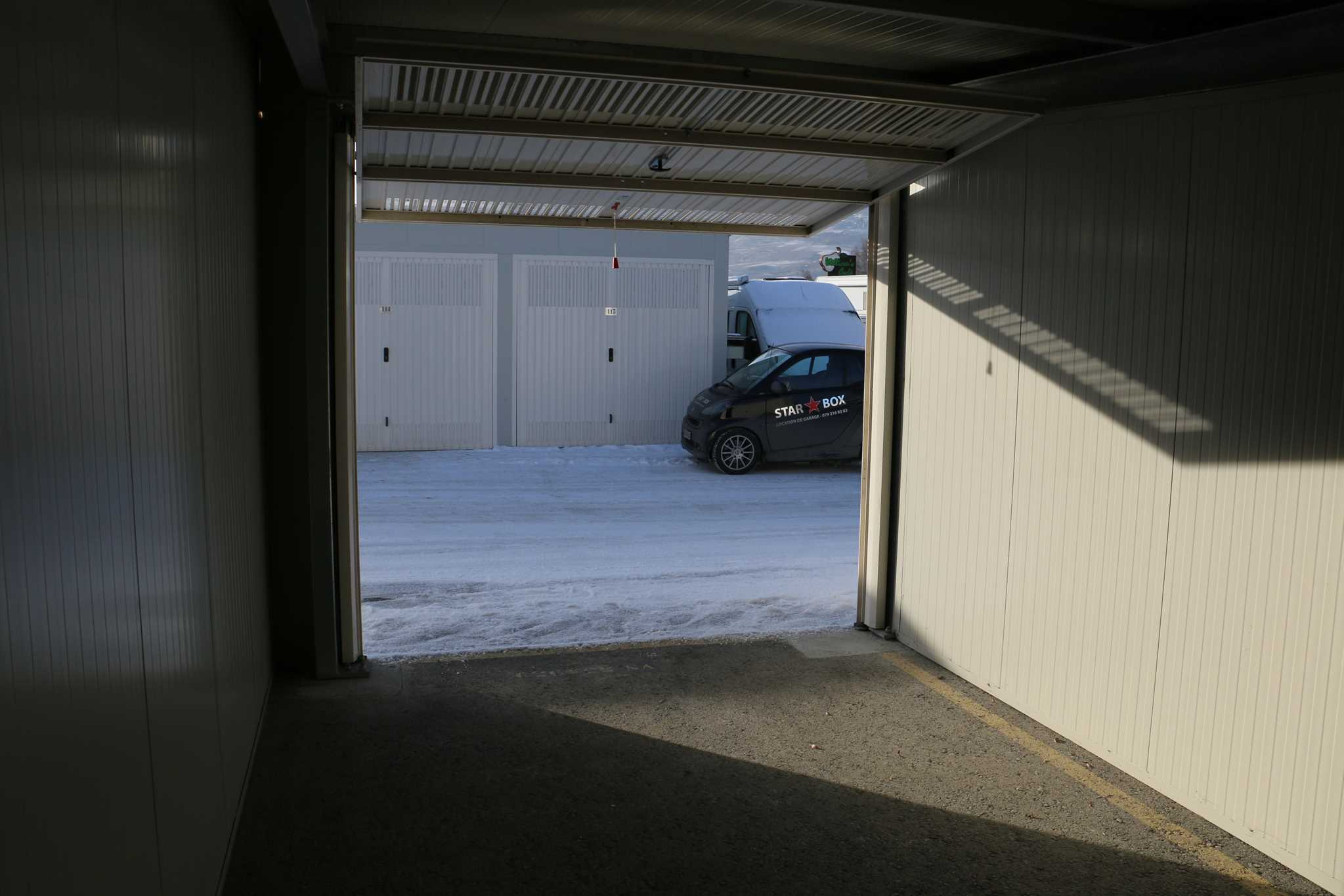 Garde meuble boxes garage sion v troz sierre granges for Meuble garage