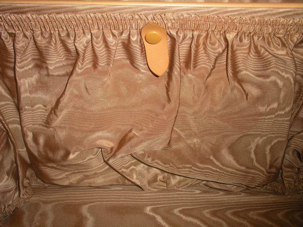 valise carr e en cuir ancienne valises de voyage. Black Bedroom Furniture Sets. Home Design Ideas