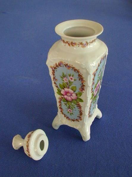 antike vase porzellan mit deckel vasen t pfe dosen. Black Bedroom Furniture Sets. Home Design Ideas