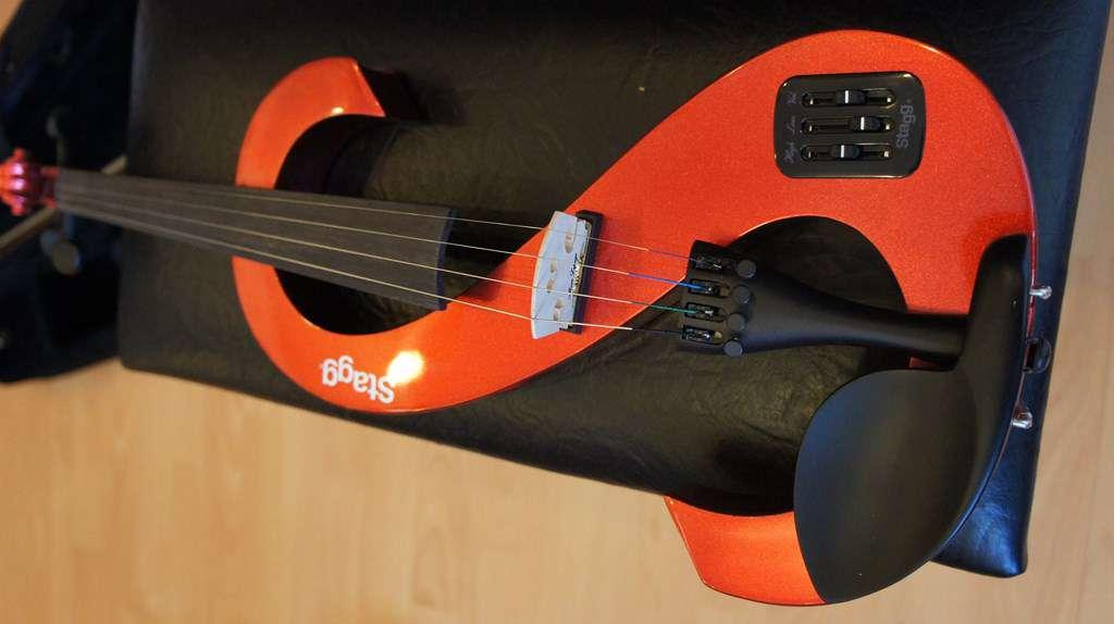 magnifique violon lectrique stagg 260 violes violons. Black Bedroom Furniture Sets. Home Design Ideas